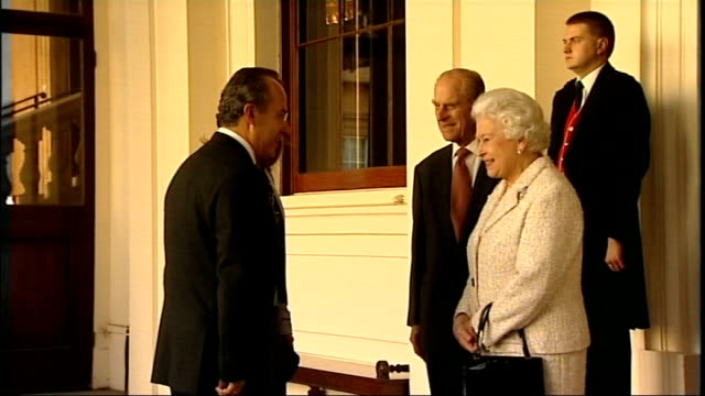 felipe calderon at buckingham palace england london buckingham palace ext queen elizabeth and prince philip handshakes with mexican president felipe... - state visit stock videos & royalty-free footage