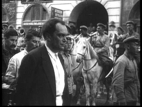 felix edmundovich dzerzhinsky's burial , coffin being carried out in street, kamenev, stalin, bukharin, trotsky, rykov, kalinin / moscow, russia - 1926 bildbanksvideor och videomaterial från bakom kulisserna