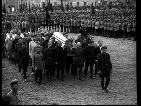 felix edmundovich dzerzhinsky's burial , funeral procession arrives in red square, kamenev, stalin, bukharin, trotsky, rykov, kalinin / moscow, russia - 1926 stock videos & royalty-free footage