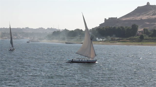 felucca in full sail on the  river nile & tombs of the nobles - west bank stock videos & royalty-free footage
