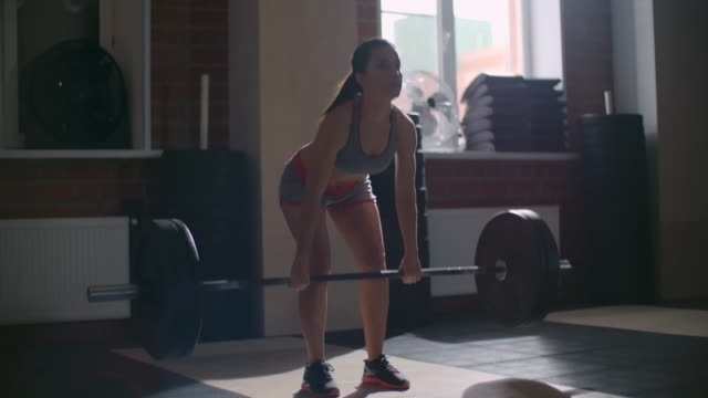 Female athlete doing deadlifts