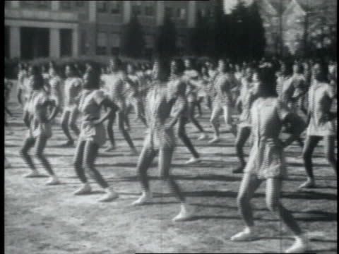 female athletes exercising on field / united states - hampelmannsprung stock-videos und b-roll-filmmaterial