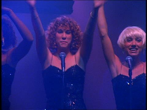 female backup singers on stage in concert - moderne rockmusik stock-videos und b-roll-filmmaterial