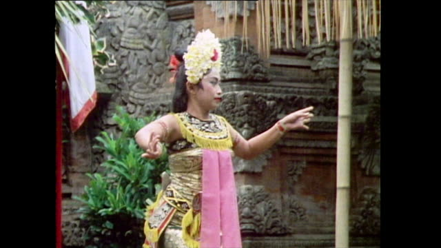 a female balinese dancer performs a welcome dance for tourists in bali 1985 - pacific islander ethnicity stock videos & royalty-free footage