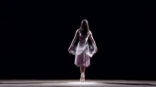 female ballet dancer - balletttänzer stock-videos und b-roll-filmmaterial