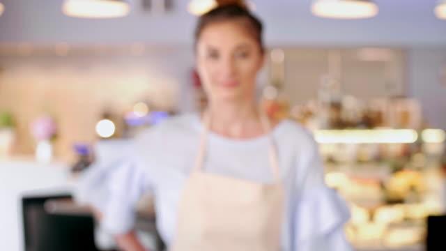 vídeos y material grabado en eventos de stock de female barista/ debica/ poland - café bar