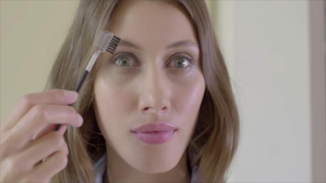 vídeos de stock, filmes e b-roll de female beauty at home - batom rosa