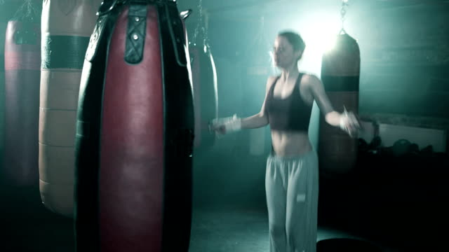 msl female boxer jumping rope. - boxen sport stock-videos und b-roll-filmmaterial