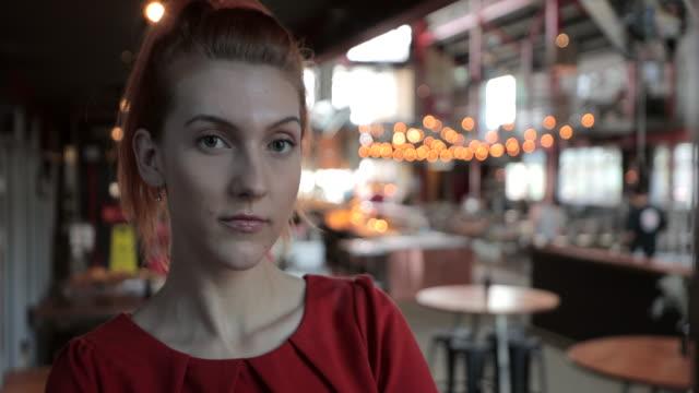 女性ビジネスオーナー - strength点の映像素材/bロール