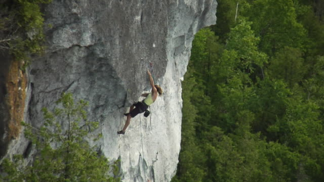 ws ha zi zo female climber climbing rock, falling and holding onto rope, lion's head, ontario, canada - climbing rope stock videos & royalty-free footage