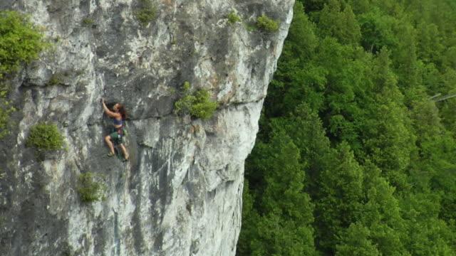 ws ha female climber climbing rock, lion's head, ontario, canada - free climbing stock videos & royalty-free footage