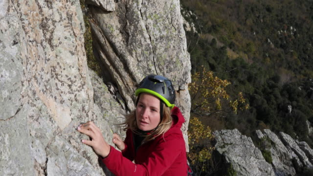 female climber makes difficult moves on rock cliff - sports helmet stock videos and b-roll footage