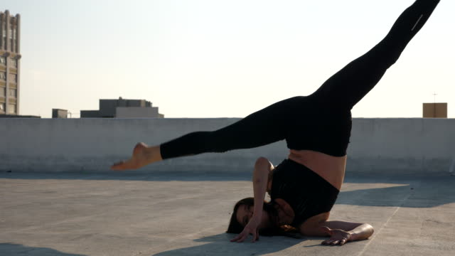 ms female dancer in inverted splits while performing on rooftop - performer stock videos & royalty-free footage