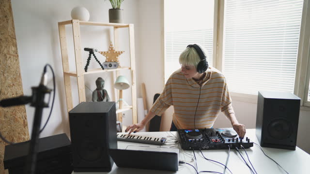 female dj composing music in home studio - composer stock videos & royalty-free footage