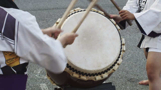 ms female drummer during  summer bon  festival / tokyo, tokyo-to, japan   - drum percussion instrument stock videos & royalty-free footage