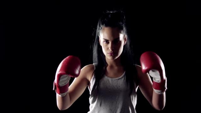 weibliche kämpfer - nackter oberkörper stock-videos und b-roll-filmmaterial