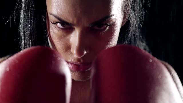 weibliche kämpfer - boxen sport stock-videos und b-roll-filmmaterial