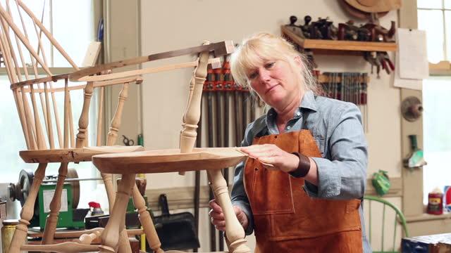 female furniture maker making a windsor chair in workshop - genderblend stock videos & royalty-free footage