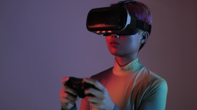 female gaming with vr headset and game console - gioco d'azzardo video stock e b–roll