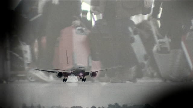 border officials launch new operation r17121309 england london heathrow airport sequence aircraft coming in to land / passengers through arrivlas... - mutilazioni genitali femminili video stock e b–roll