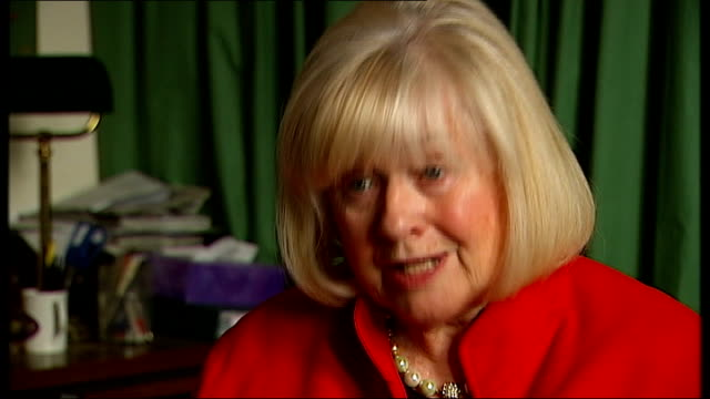 female genital mutilation hotline launched by nspcc int african dolls ann clwyd mp interview sot reporter and sasey next to wheelchairs and zimmer... - mutilazioni genitali femminili video stock e b–roll