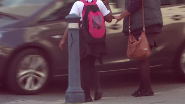 police officer calls for more discussion england bristol ext traffic along legs of woman in muslim dress along street women in muslim dress barely... - mutilazioni genitali femminili video stock e b–roll
