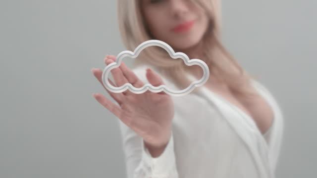weibliche hand berühren tablet-computer-bildschirm - cloud computing stock-videos und b-roll-filmmaterial