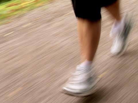 a female jogger stockholm sweden. - joggerin stock-videos und b-roll-filmmaterial