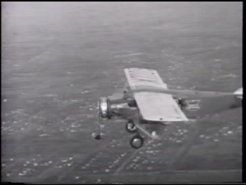dramatization commuting female male w/ packages boarding plane aerial aircraft in flight ms female sot say house below seats sliding out of aircraft... - flugpassagier stock-videos und b-roll-filmmaterial