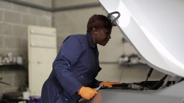 female mechanic inspecting an engine - genderblend video stock e b–roll