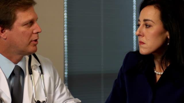 stockvideo's en b-roll-footage met female patient meets with doctor - ecu - slecht nieuws