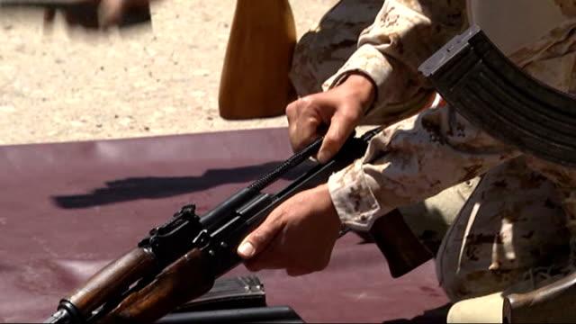 female pesmerga forces of iraqi kurdish kurdish regional government stay on alert against islamic state of iraq and the levant members' attack in... - 連隊点の映像素材/bロール