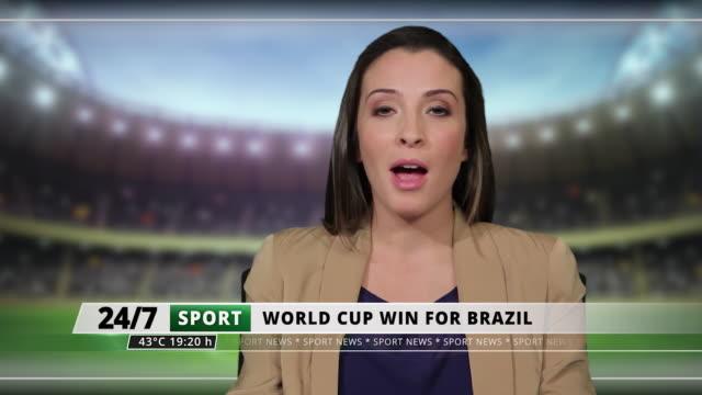 stockvideo's en b-roll-footage met ms female presenting sports news live from television studio - presentator media