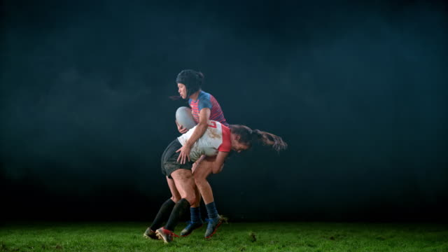 vídeos de stock e filmes b-roll de slo mo ld speed ramp female rugby player tackling her opponent to the ground - tackling