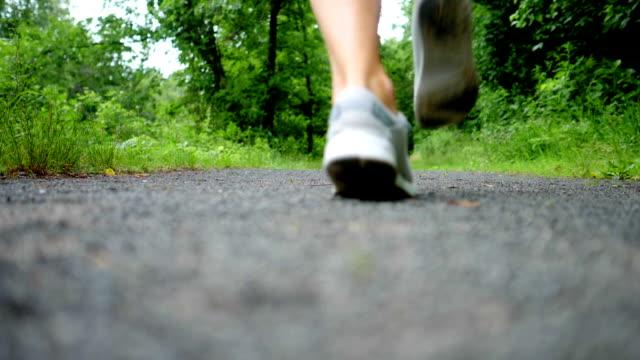 Weibliche Läufer: Zeitlupe