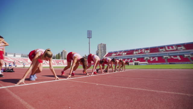 female runners at the starting line - atletico video stock e b–roll