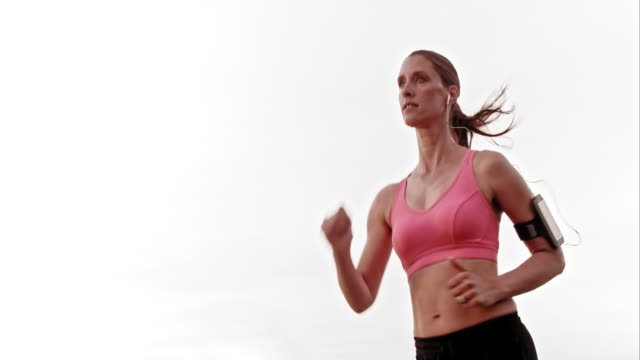 vidéos et rushes de slo missouri ts femme avec gros plan de course - joggeuse