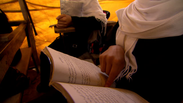 stockvideo's en b-roll-footage met female school in afghanistan. girls studying. - afghanistan