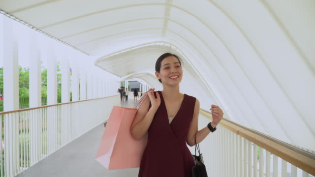 female shopping day walk in shopping mall - high heels stock videos & royalty-free footage