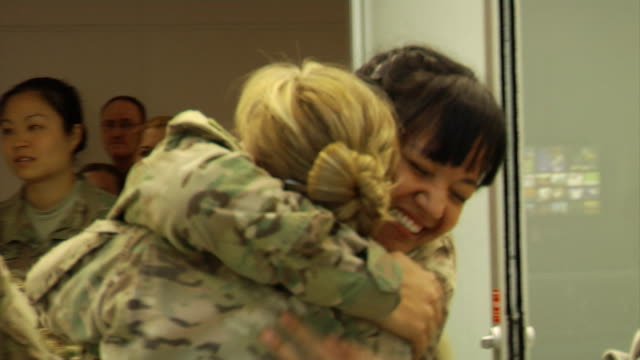 female soldiers returning home from war on march 21, 2012 in baltimore, md - ホームカミング点の映像素材/bロール