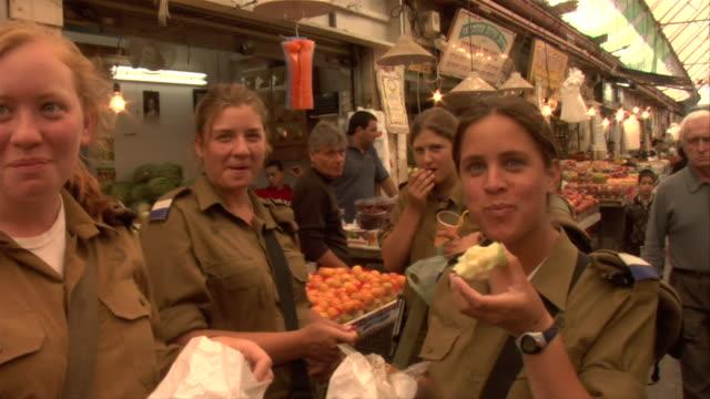 vídeos de stock, filmes e b-roll de female soldiers - israel