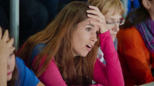 stockvideo's en b-roll-footage met female sports fan disappointed after her team fails to score - teleurstelling