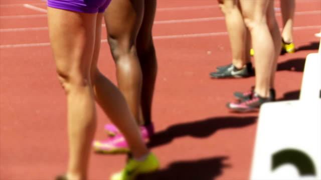 female sprinters at starting block cinemagraph - blocco di partenza per l'atletica video stock e b–roll