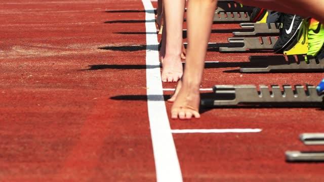 female sprinters starting from the starting block - blocco di partenza per l'atletica video stock e b–roll