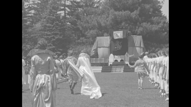 vs female students in white gowns carry traditional laurel chain at the old english may day pageant at beaver college grey towers castle stands in... - alloro video stock e b–roll