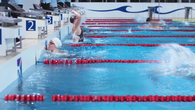 stockvideo's en b-roll-footage met ds female swimmer finishing first in butterfly competition - binnenbad