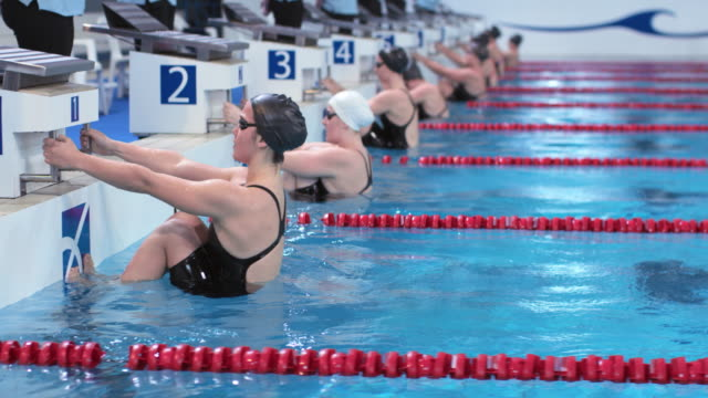 DS Female swimmers' backstroke start