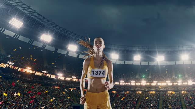 weibliche leichtathletik läufer - spielfeld stock-videos und b-roll-filmmaterial