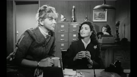 vídeos y material grabado en eventos de stock de 1959 female workers at cosmetics firm discuss company's new anti aging product - cotilleo