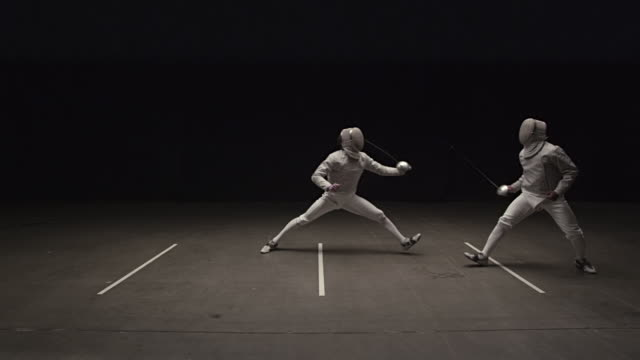 vídeos y material grabado en eventos de stock de fencer touches opponent causing him to loose his balance and the win - en guardia